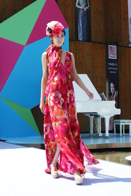 中国(青岛)国际时装周上展示